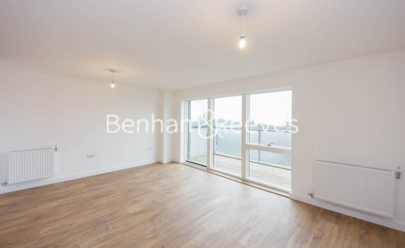 1 bedroom(s) flat to rent in Royal Dockside, Beckton, E16-image 1