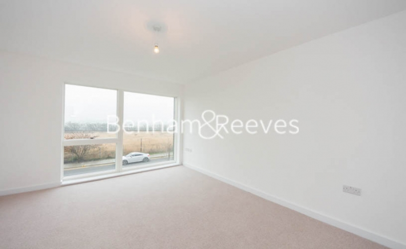 1 bedroom(s) flat to rent in Royal Dockside, Beckton, E16-image 3
