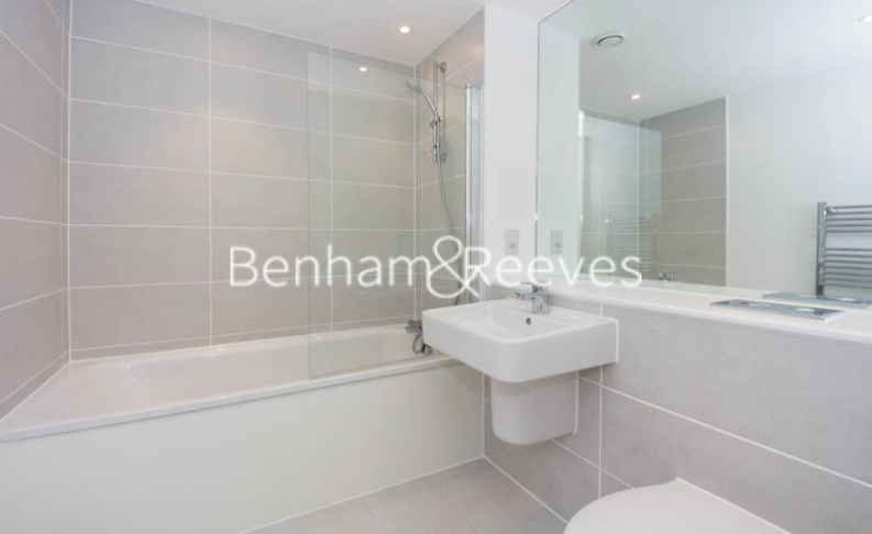 1 bedroom(s) flat to rent in Royal Dockside, Beckton, E16-image 4