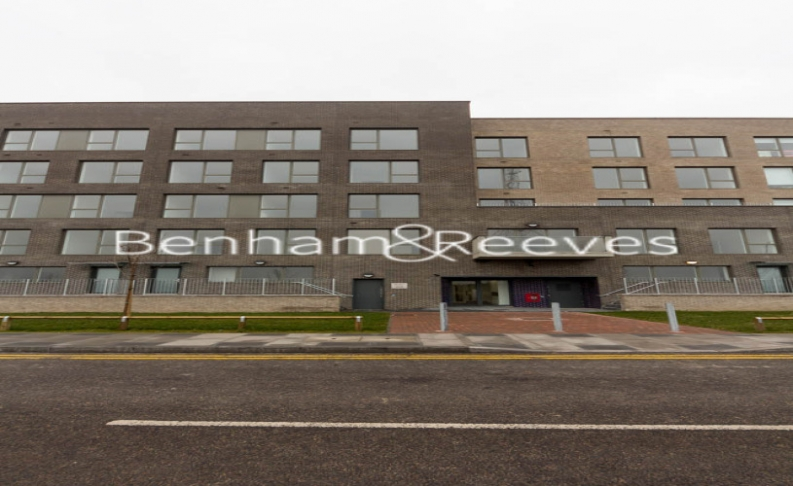 1 bedroom(s) flat to rent in Royal Dockside, Beckton, E16-image 6