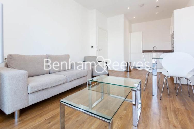 1 bedroom(s) flat to rent in Kingfisher Heights, Pontoon Dock, E16-image 1