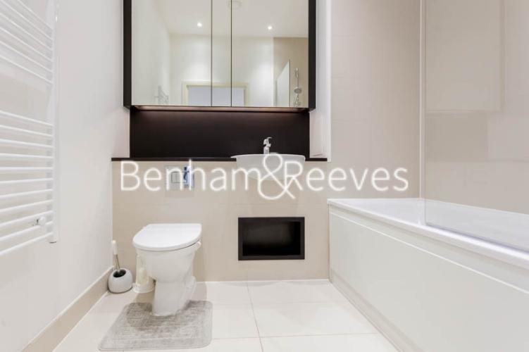 1 bedroom(s) flat to rent in Kingfisher Heights, Pontoon Dock, E16-image 4