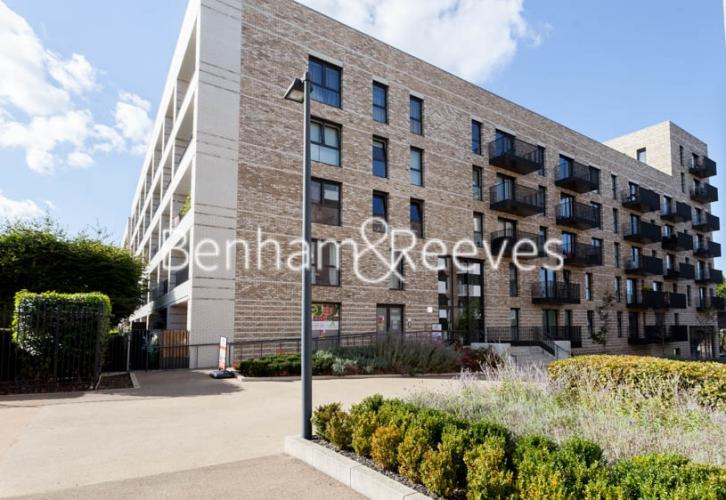1 bedroom(s) flat to rent in Kingfisher Heights, Pontoon Dock, E16-image 6