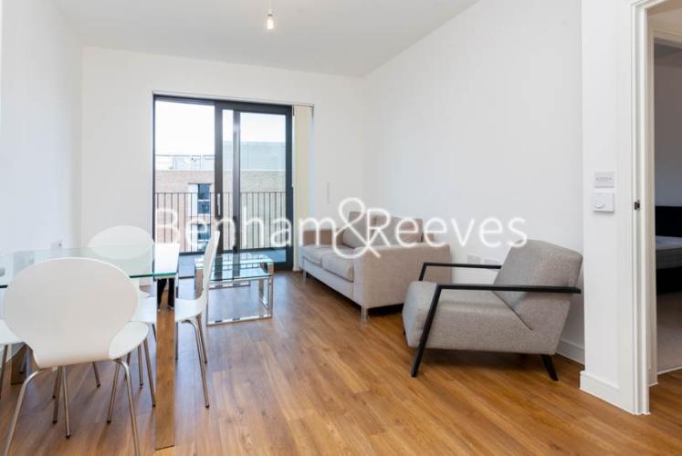 1 bedroom(s) flat to rent in Kingfisher Heights, Pontoon Dock, E16-image 7