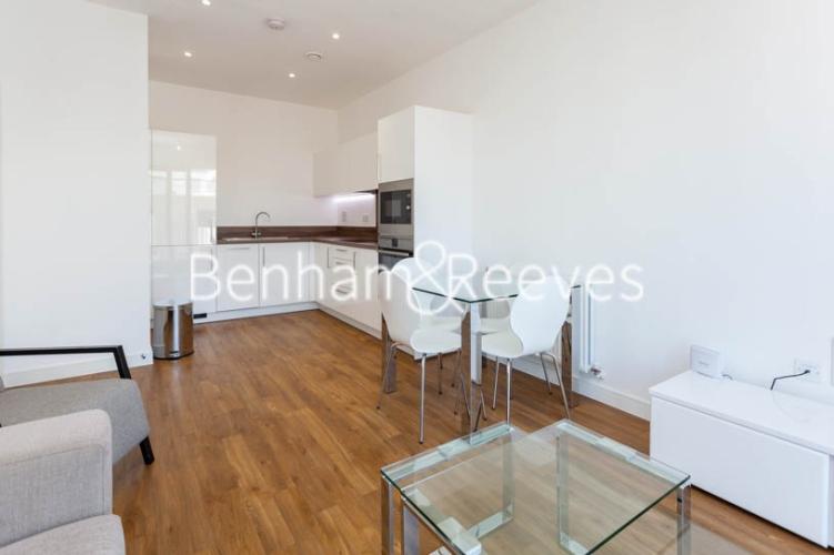 1 bedroom(s) flat to rent in Kingfisher Heights, Pontoon Dock, E16-image 8