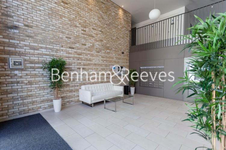 1 bedroom(s) flat to rent in Kingfisher Heights, Pontoon Dock, E16-image 12
