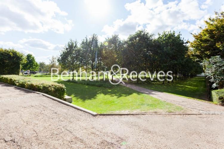 1 bedroom(s) flat to rent in Kingfisher Heights, Pontoon Dock, E16-image 14