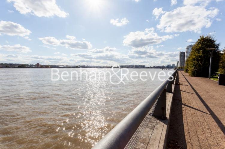 1 bedroom(s) flat to rent in Kingfisher Heights, Pontoon Dock, E16-image 15