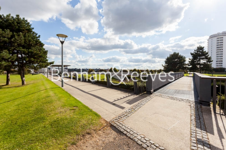 1 bedroom(s) flat to rent in Kingfisher Heights, Pontoon Dock, E16-image 17