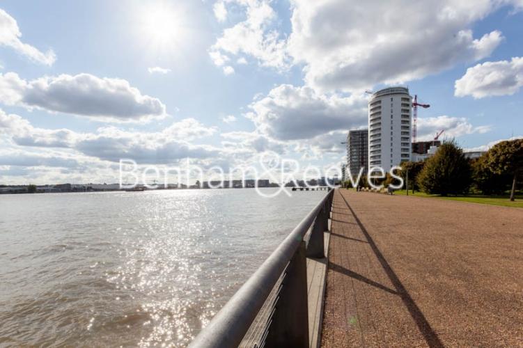 1 bedroom(s) flat to rent in Kingfisher Heights, Pontoon Dock, E16-image 19