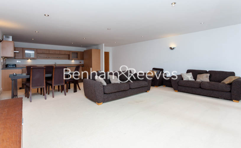 3 bedroom(s) flat to rent in Marmara Apartments, Canary Wharf, E16-image 1