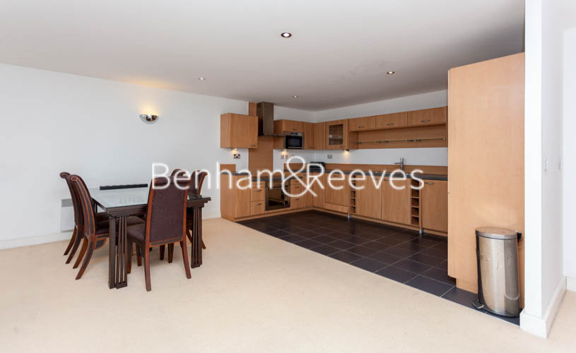 3 bedroom(s) flat to rent in Marmara Apartments, Canary Wharf, E16-image 2
