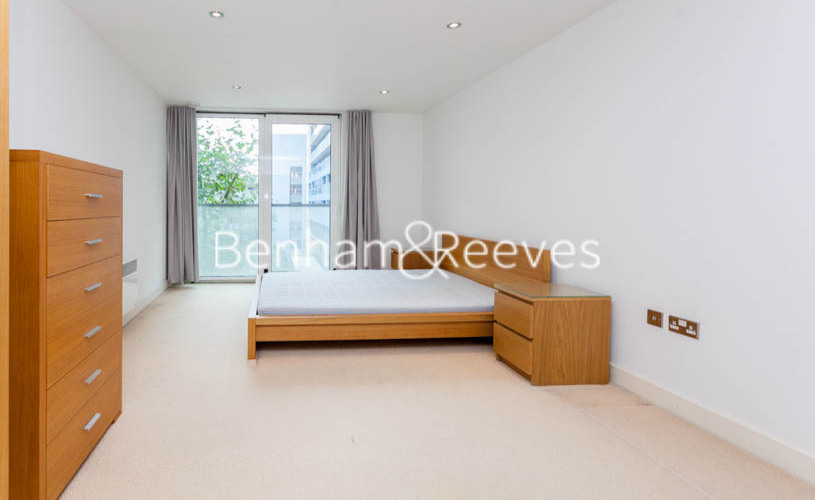 3 bedroom(s) flat to rent in Marmara Apartments, Canary Wharf, E16-image 3