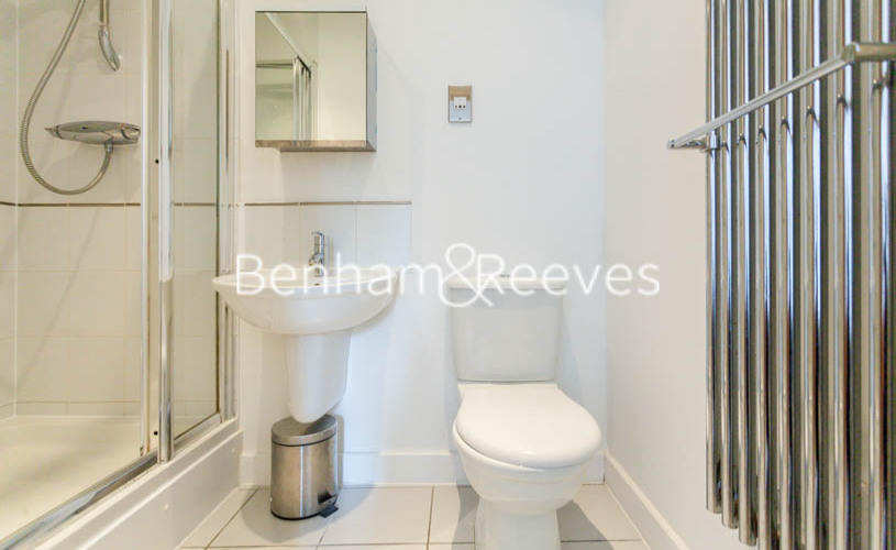 3 bedroom(s) flat to rent in Marmara Apartments, Canary Wharf, E16-image 4