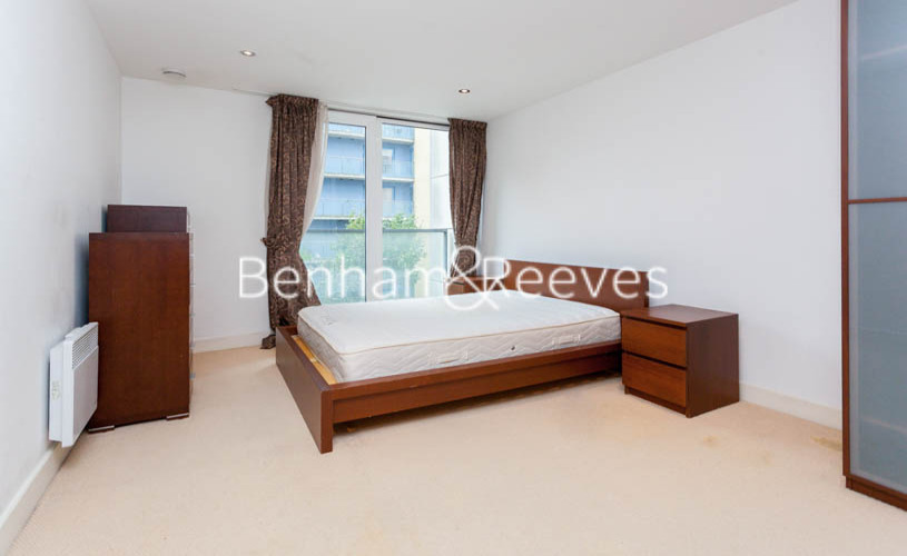 3 bedroom(s) flat to rent in Marmara Apartments, Canary Wharf, E16-image 8