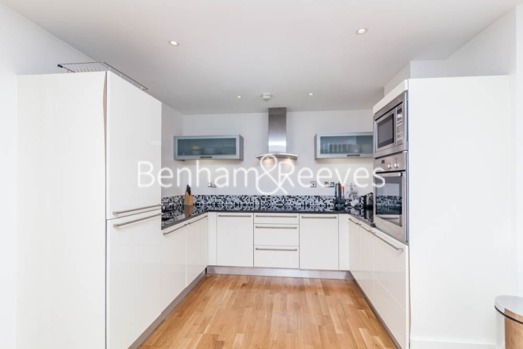 1 bedroom(s) flat to rent in Ability Place, Canary Wharf, E14-image 2
