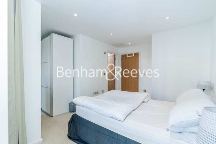 1 bedroom(s) flat to rent in Ability Place, Canary Wharf, E14-image 3