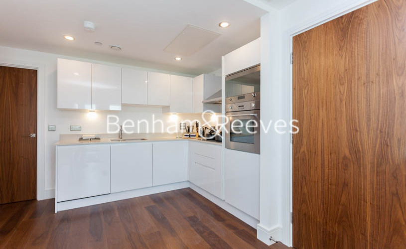 2 bedroom(s) flat to rent in Duckman Tower, Lincoln Plaza, E14-image 2