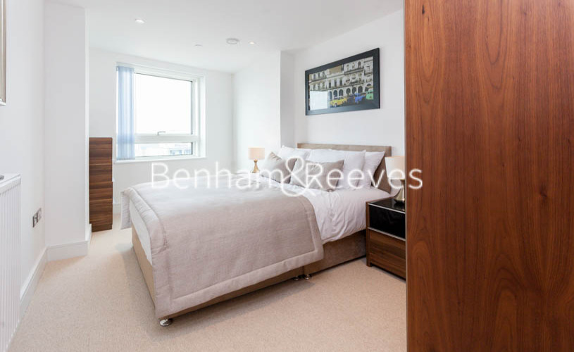 2 bedroom(s) flat to rent in Duckman Tower, Lincoln Plaza, E14-image 4