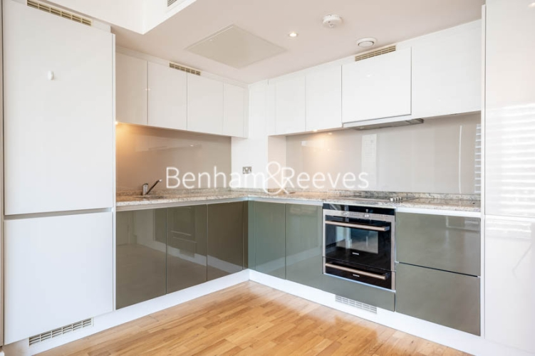 1 bedroom(s) flat to rent in Landmark East, Marsh Wall, E14-image 2