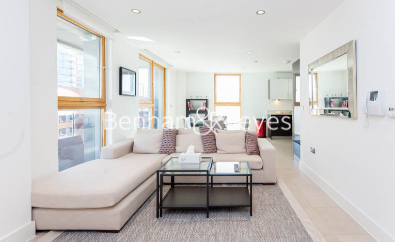 3 bedroom(s) flat to rent in Streamlight Tower, Province Square, E14-image 1