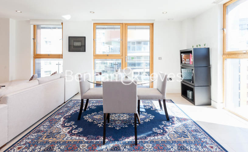 3 bedroom(s) flat to rent in Streamlight Tower, Province Square, E14-image 3