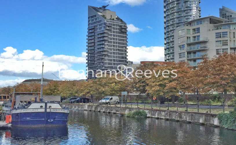 3 bedroom(s) flat to rent in Streamlight Tower, Province Square, E14-image 6