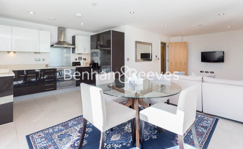 3 bedroom(s) flat to rent in Streamlight Tower, Province Square, E14-image 7