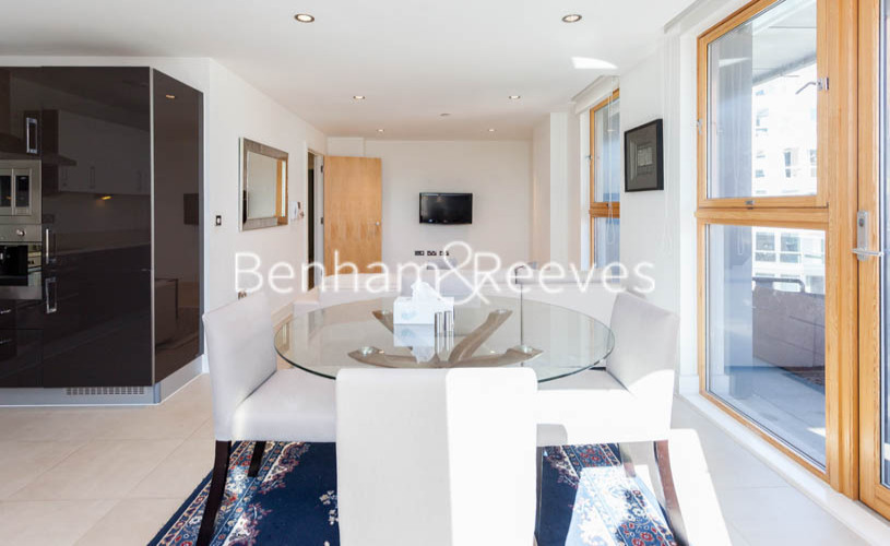3 bedroom(s) flat to rent in Streamlight Tower, Province Square, E14-image 10