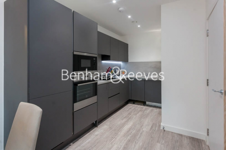 1 bedroom(s) flat to rent in 2 Shipbuilding Way, Canary Wharf E13-image 2