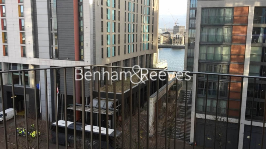 2 bedroom(s) flat to rent in Royal Docks West, Western Gateway, E16-image 5