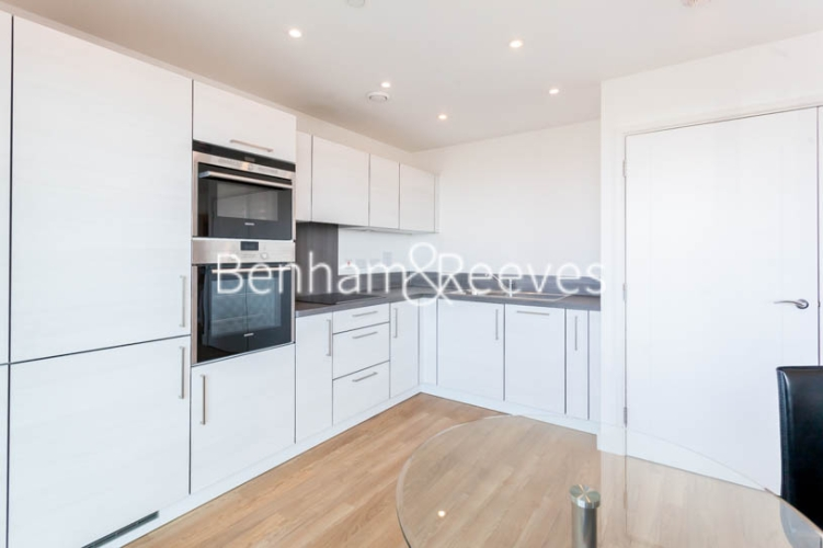 1 bedroom(s) flat to rent in Jefferson Plaza, Canary Wharf, E3-image 2