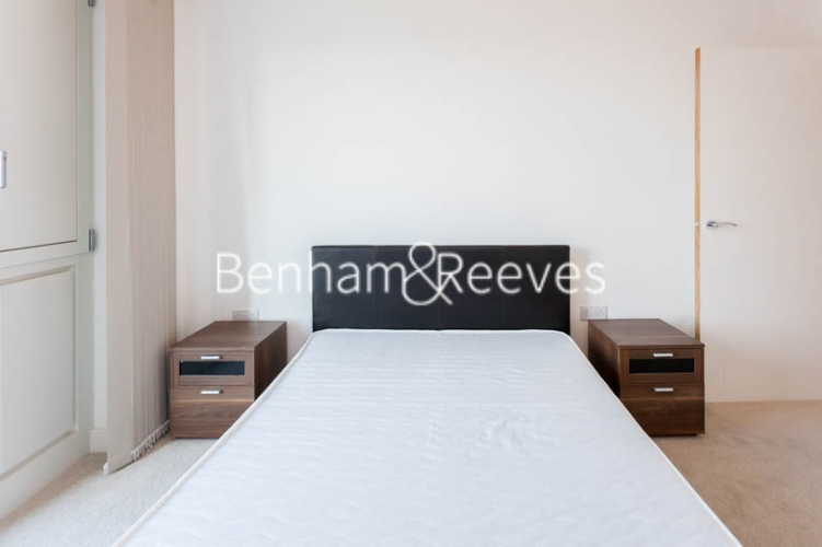 1 bedroom(s) flat to rent in Jefferson Plaza, Canary Wharf, E3-image 3