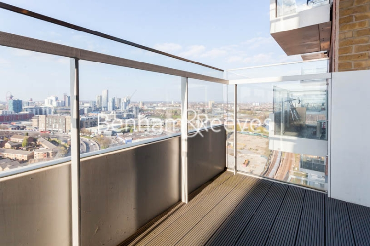 1 bedroom(s) flat to rent in Jefferson Plaza, Canary Wharf, E3-image 4