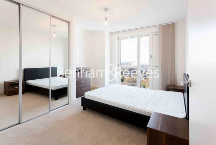 1 bedroom(s) flat to rent in Jefferson Plaza, Canary Wharf, E3-image 14