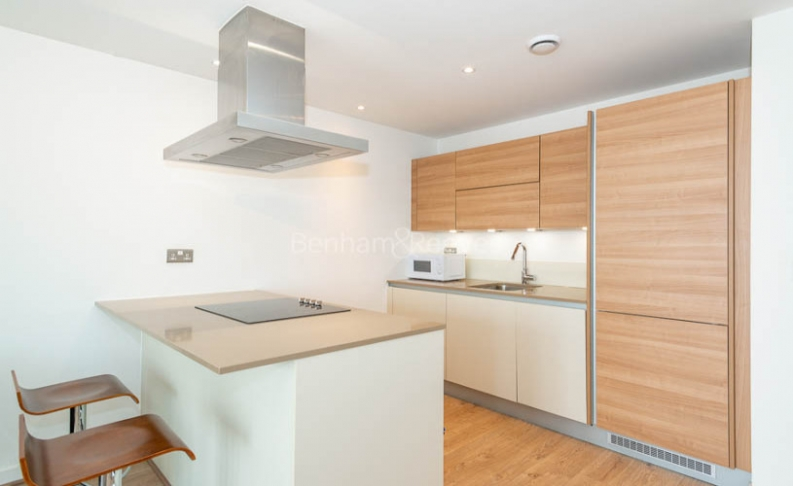 1 bedroom(s) flat to rent in Unex Tower, Station Street, E15-image 3