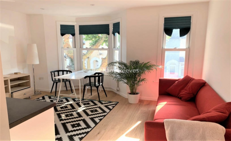 1 bedroom(s) flat to rent in Third Avenue, Canary Wharf, E12-image 1