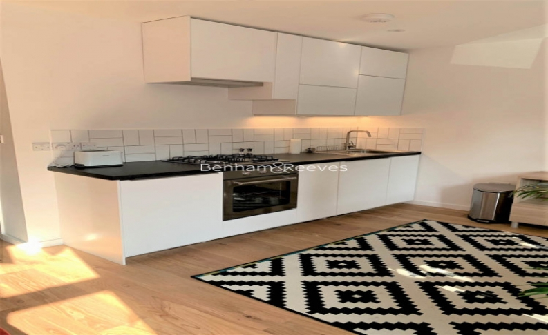 1 bedroom(s) flat to rent in Third Avenue, Canary Wharf, E12-image 2