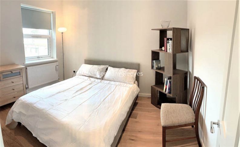 1 bedroom(s) flat to rent in Third Avenue, Canary Wharf, E12-image 3