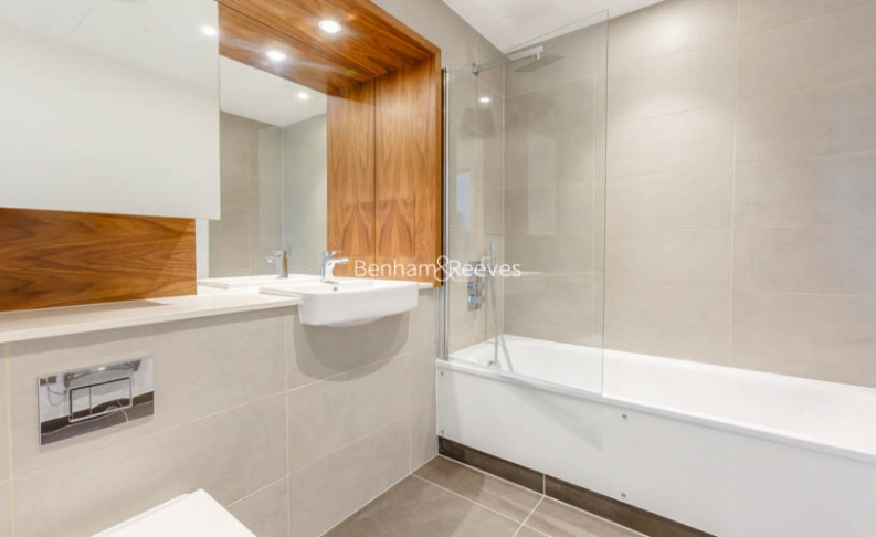 2 bedroom(s) flat to rent in Sirocco Tower, Harbour Quay, E14-image 7