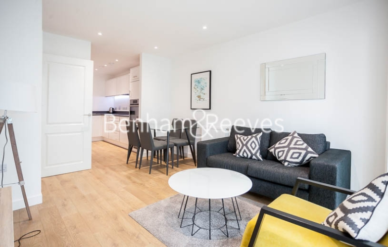 1 bedroom(s) flat to rent in Southmere House, Highland Street, E15-image 1