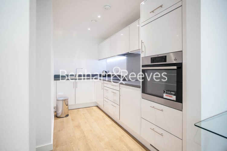1 bedroom(s) flat to rent in Southmere House, Highland Street, E15-image 2