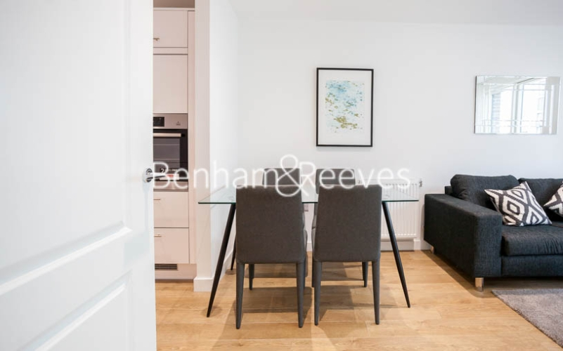 1 bedroom(s) flat to rent in Southmere House, Highland Street, E15-image 3