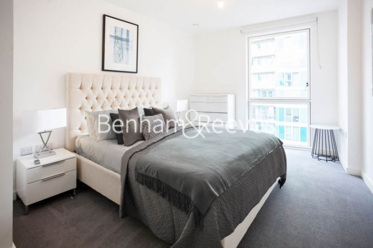 1 bedroom(s) flat to rent in Southmere House, Highland Street, E15-image 4