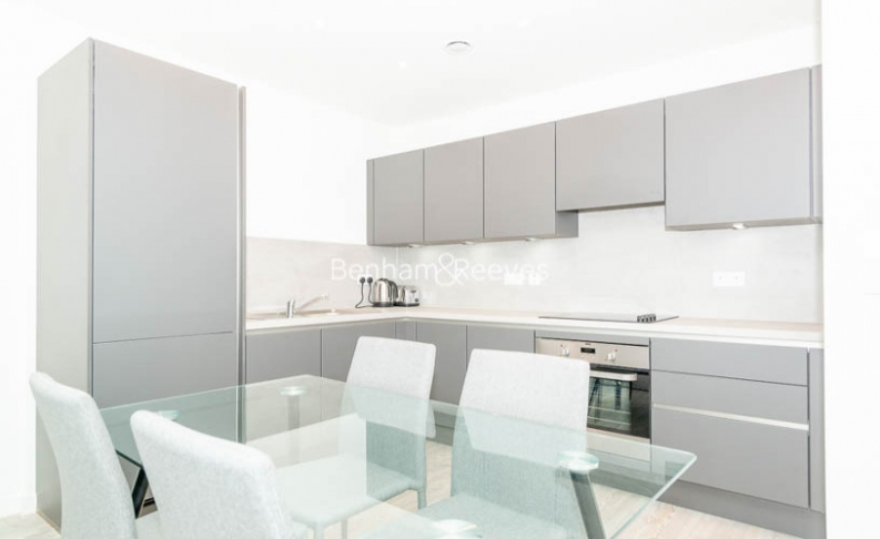 1 bedroom(s) flat to rent in Chamberlain Court , Ironworks Way, E13-image 2