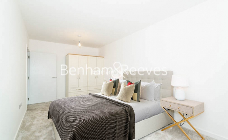 1 bedroom(s) flat to rent in Chamberlain Court , Ironworks Way, E13-image 3