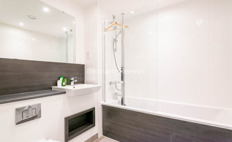 1 bedroom(s) flat to rent in Chamberlain Court , Ironworks Way, E13-image 4