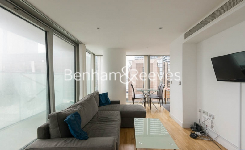 1 bedroom(s) flat to rent in Landmark East Tower, Canary Wharf, E14-image 1