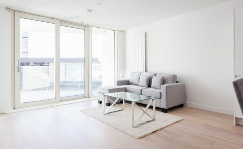 1 bedroom(s) flat to rent in Royal Crest Avenue, Canary Wharf, E16-image 1