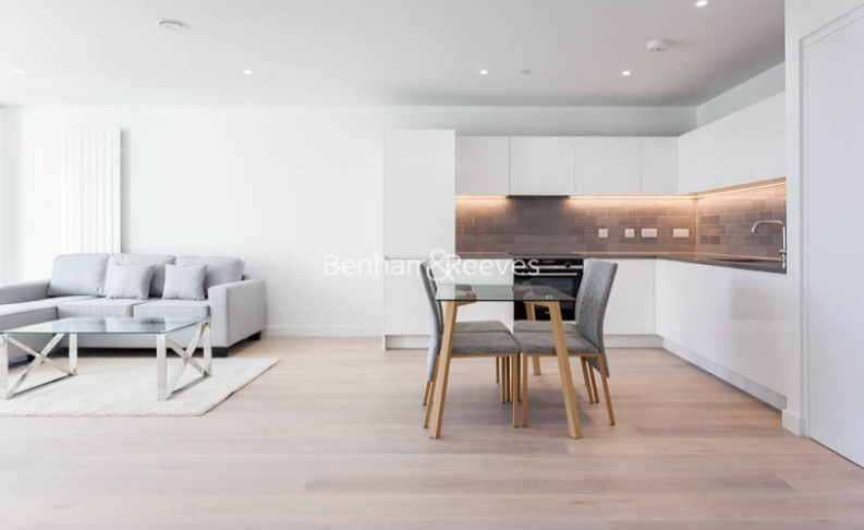 1 bedroom(s) flat to rent in Royal Crest Avenue, Canary Wharf, E16-image 2